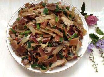 芭蕉花炒狗肉的做法及介绍---千米饮食网