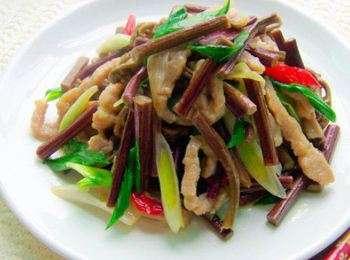 炒山鸡蕨菜的做法及介绍