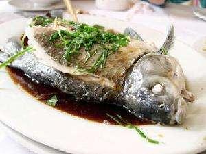 清蒸素鳊鱼的做法及介绍---千米饮食网(www.kmysw.com)