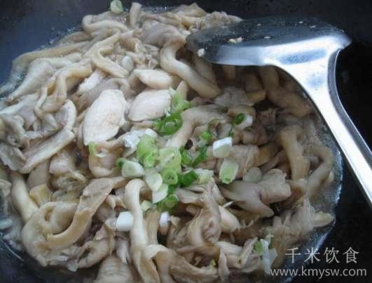 鲜菇鸡片的做法及介绍---千米饮食网(www.kmysw.com)