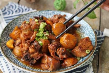 红烧栗子鸡的做法及介绍---千米饮食网(www.kmysw.com)