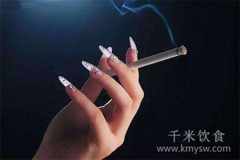 抽烟,喝酒,熬夜哪个危害会更大?
