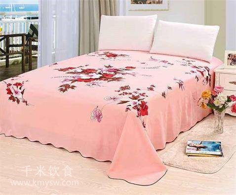 床单被褥应用什么洗?---千米饮食网