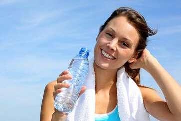 人一天要喝多少水?