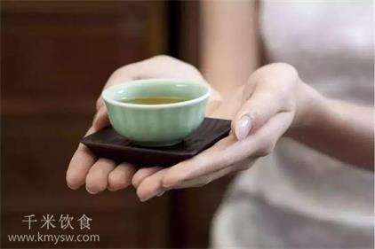 敬茶的礼仪典故传说---千米饮食网(www.kmysw.com)