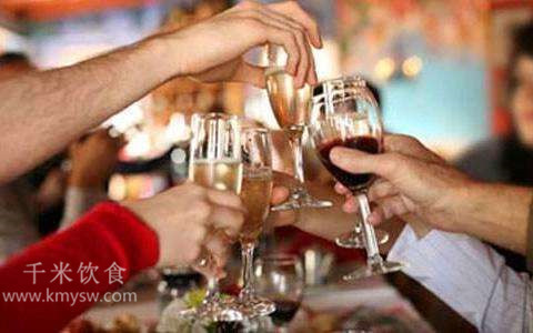 应酬醉酒后吃那些东西可以快速解酒?