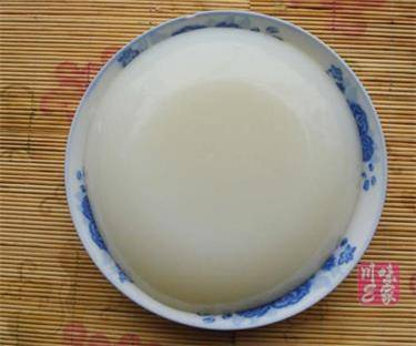 凉粉是什么做的?凉粉是用什么材料制作而成的食物?---千米饮食网