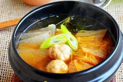 鱼丸汤的做法及介绍---千米饮食网(www.kmysw.com)