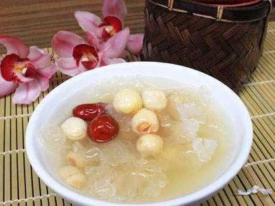 银花莲子汤的做法及介绍