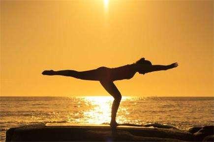 练习瑜伽保持身材---千米饮食网