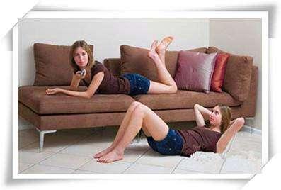 懒MM来段居家懒人沙发操---千米饮食网