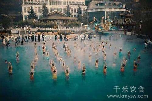 水中瑜伽两招式 缔造健康美---千米饮食网