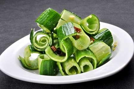 夏季制凉菜有哪些禁忌?---千米饮食网(www.kmysw.com)