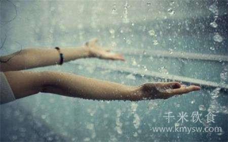 养生小知识:下雨天吃什么好?---千米饮食网