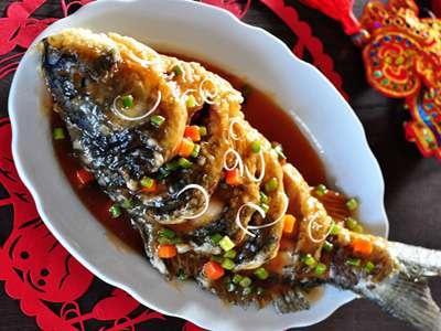 糖醋鱼的做法及介绍---千米饮食网(www.kmysw.com)