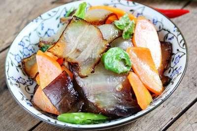 胡萝卜炒腊肉的做法及介绍---千米饮食网