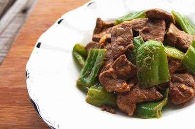 青椒和此物一起炒,美味又下饭,改善视力,气血足了,早食早受益---千米饮食网(www.kmysw.com)