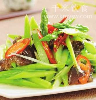 木耳炝拌芦笋的做法及介绍---千米饮食网