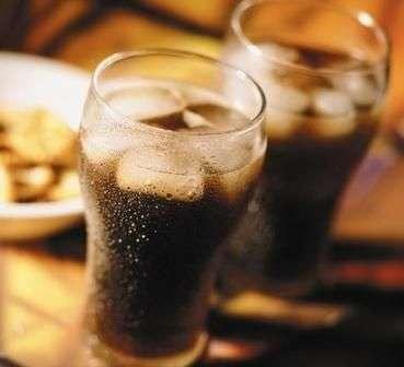 女性喝碳酸饮料的6大危害---千米饮食网