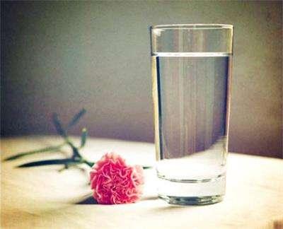 晨起喝盐水 小心危害您的健康---千米饮食网