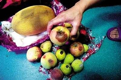 水果烂了一块还能吃吗?