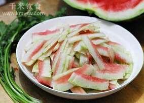 夏天吃西瓜皮有什么好处?