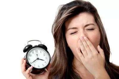 熬夜有什么危害 长期这样做会有胃肠道问题---千米饮食网