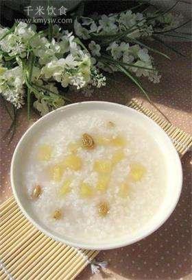 蜂蜜葡萄干煮苹果粥的做法及介绍---千米饮食网(www.kmysw.com)