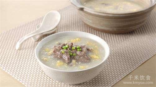 滑蛋牛肉粥的做法及介绍---千米饮食网(www.kmysw.com)